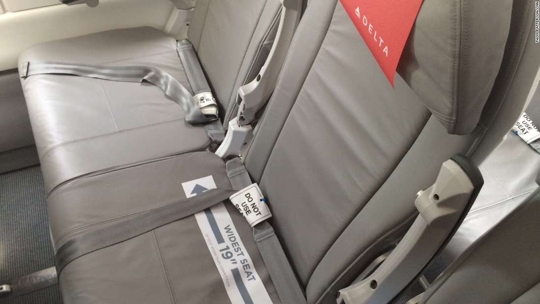 The middle seats of this Delta CS100 were a generous 19 inches wide.