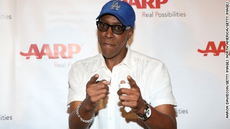 Comedian Arsenio Hall has denied ever supplying drugs to Prince.