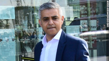 Britain's Labour party candidate for London Mayor Sadiq Khan arrives at City Hall in central London on May 6, 2016, as votes continue to be counted in the contest for the Mayor of London.  London was poised to become the first EU capital with a Muslim mayor Friday as Sadiq Khan took the lead in elections that saw his opposition Labour party suffer nationwide setbacks. / AFP / LEON NEAL        (Photo credit should read LEON NEAL/AFP/Getty Images)