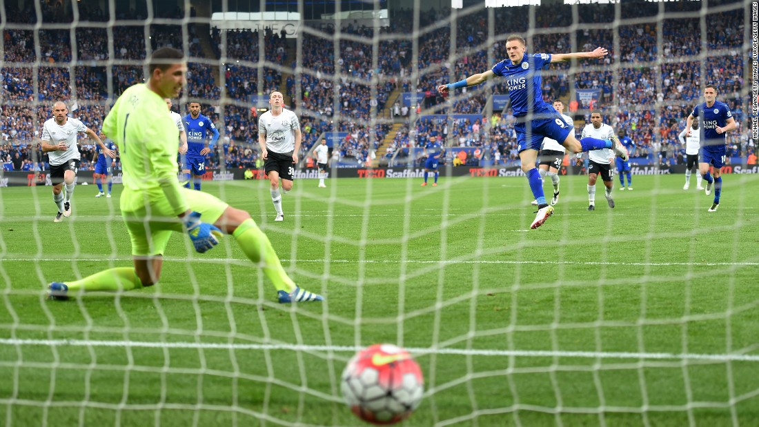 Vardy smashes the ball past Joel Robles in the Everton goal to make it 3-0 to Leicester.