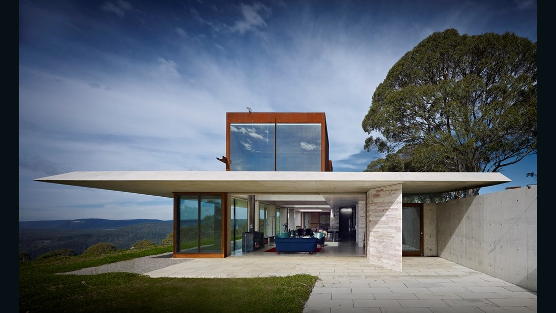 Invisible House. Peter Stutchbury Architecture. Hampton Australia. (Photo: Michael Nicholson)