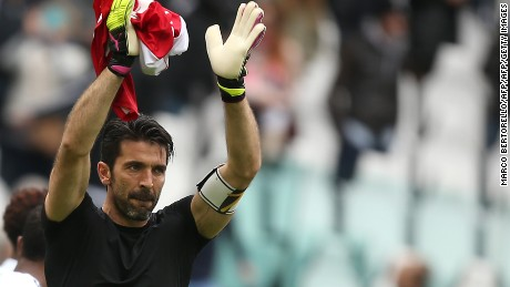 "Juventus' goalkeeper Gianluigi Buffon greets fans at the end of the Italian Serie A football match Juventus Vs Carpi on May 1, 2016 at the ""Juventus Stadium"" in Turin.  / AFP / MARCO BERTORELLO        (Photo credit should read MARCO BERTORELLO/AFP/Getty Images)"