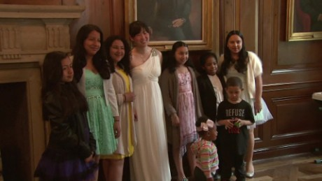 bride cancels wedding luncheon for kids new york dnt_00002509.jpg