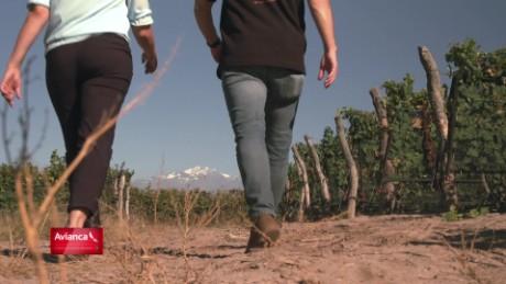 cnnee pkg fuerza en movimiento argentina el poder de una uva frias renacer_00012923