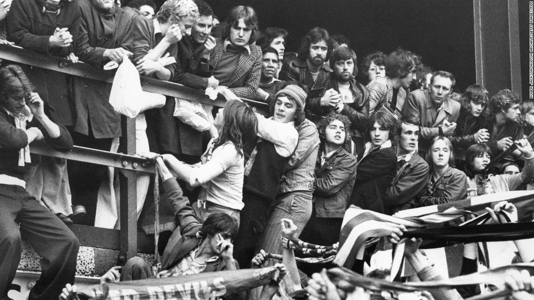 Manchester United also visited Upton Park on October 25, 1975, losing the match 2-1.