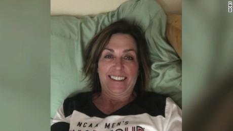mom wrong dorm room selfie pkg_00002712