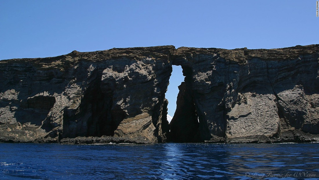 The Keyhole Arch marks a popular dive site at Lehua Rock. Above sea level, the dry islands are a different world from the rich, green mountains of nearby Kauai.