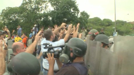 cnnee pkg osmary hernandez referendo venezuela_00034905