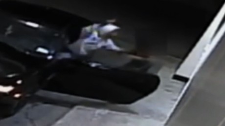 woman fights off carjackers pkg_00012120