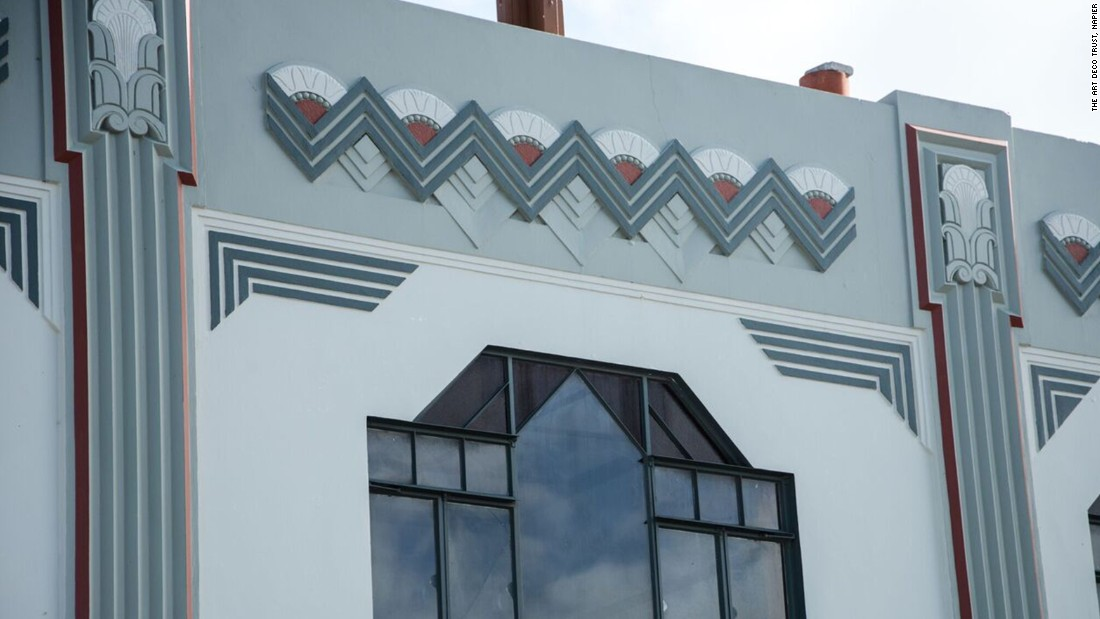 Napier's Smith & Chambers building has a lively facade decorated with bold zigzag motifs and local ferns and flowers. The upper floor was designed as apartments, which was unusual for the time.