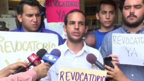 cnnee pkg osmary hernandez manifestantes sede cne revocatorio_00001109