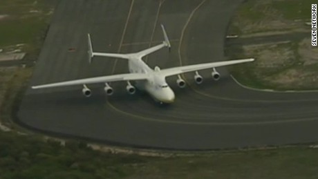 giant plane lands in perth Australia pkg_00000119.jpg