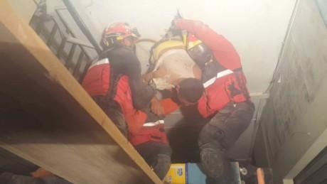 cnnee pkg andres lopez un mes despues del terremoto victimas _00031703