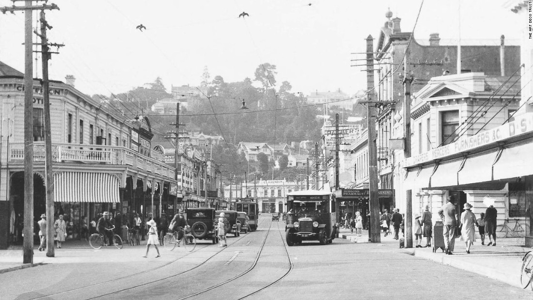 The seaside town of Napier in Hawke's Bay, New Zealand, was known as the Nice of the Pacific in the early 1900's because of its mediterranean climate and tree-lined promenade. This is Hastings street, before the earthquake.