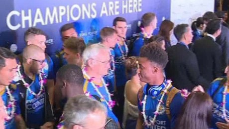 leicester celebrate trophy in thailand mohsin_00001213