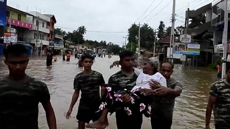 Sri Lanka: Deadly landslides bury villages
