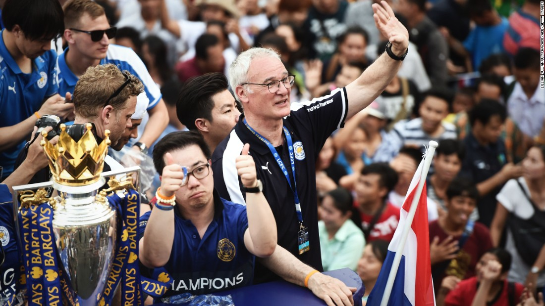 Foxes mastermind Ranieri waves to his adoring public as the bus makes its way through Bangkok.