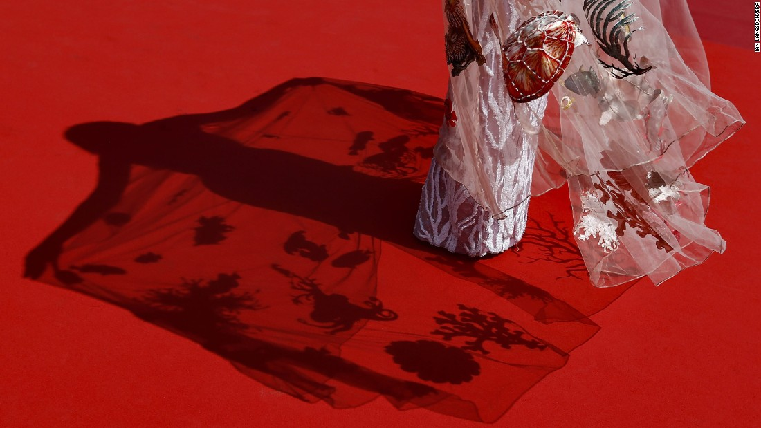 """A guest arrives for the """"Ma'Rosa"""" screening at the Cannes Fiim Festival in Cannes, France, on Wednesday, May 18. <a href=""""http://www.cnn.com/2016/05/12/entertainment/gallery/cannes-red-carpet-2016/index.html"""" target=""""_blank"""">See more red-carpet photos from the festival's various events</a>"""
