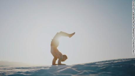cnnee pkg viva la salud marisa azaret intvw maría shriver promotora de la campaña Moverse por las Mentes_00012925