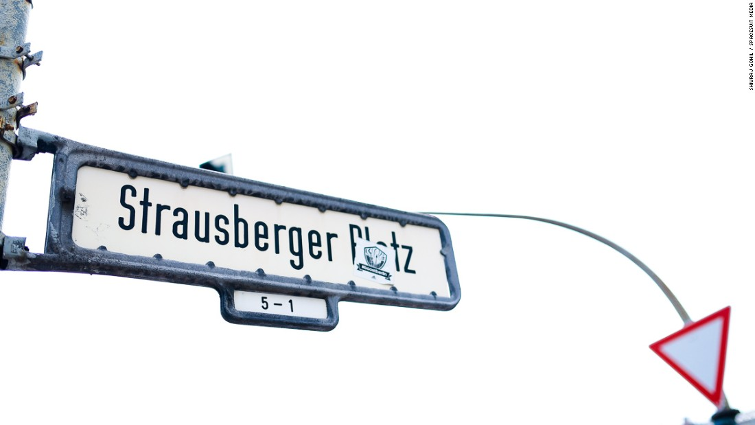 The track also takes in Strausberger Platz.