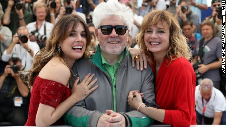 "(FromL) Spanish actress Adriana Ugarte, Spanish director Pedro Almodovar and Spanish actress Emma Suarez pose on May 17, 2016 during a photocall for the film ""Julieta"" at the 69th Cannes Film Festival in Cannes, southern France.  / AFP / Valery HACHE        (Photo credit should read VALERY HACHE/AFP/Getty Images)"