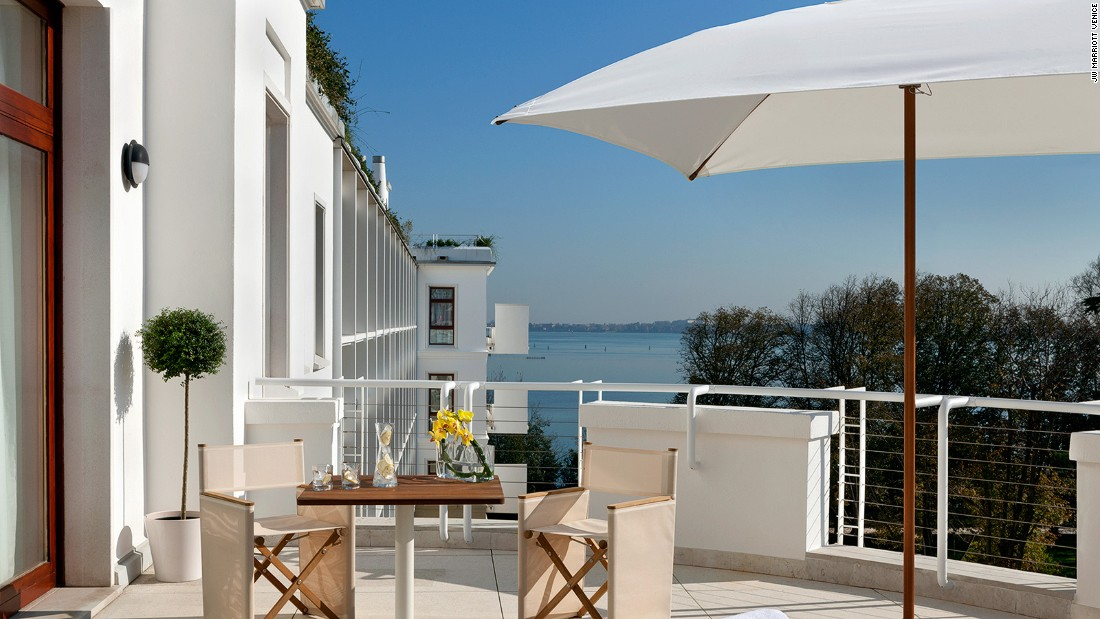On a private island, the newly opened JW Marriott Venice offers reasonable rates without skimping on quality, service and amenities.