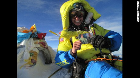 Capt. Elyse Ping Medvigy became the first active-duty female soldier to summit Mount Everest from Team USX, holding a picture of slain soldiers Keith Williams and and Benjamin Prange.