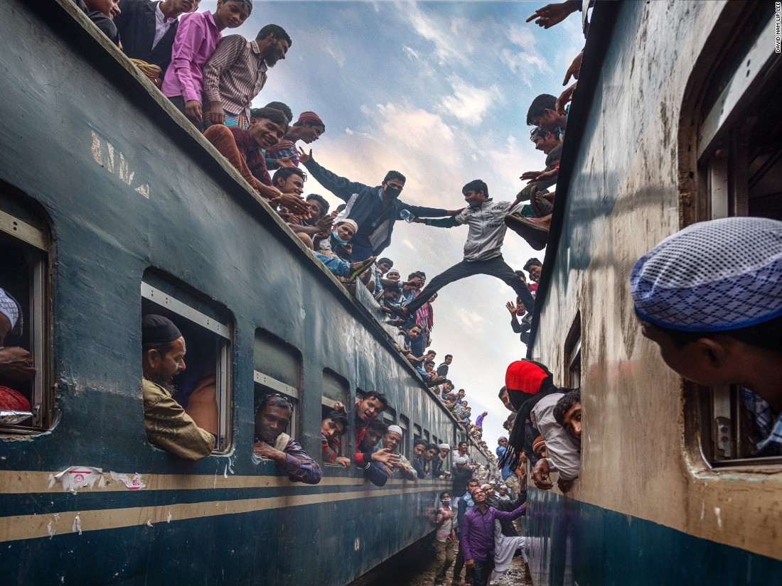 "The rush home from the annual Bishwa Ijtema Muslim gathering in Bangladesh is captured by David Nam Lip Lee. (<a href=""http://travel.nationalgeographic.com/photographer-of-the-year-2016/"" target=""_blank"">Click here to enter NatGeo photo contest</a>)"