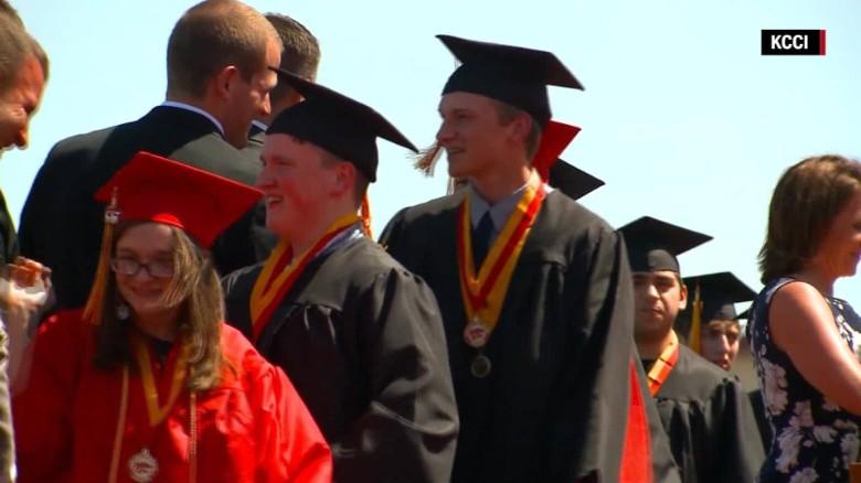 World's first septuplets graduate high school