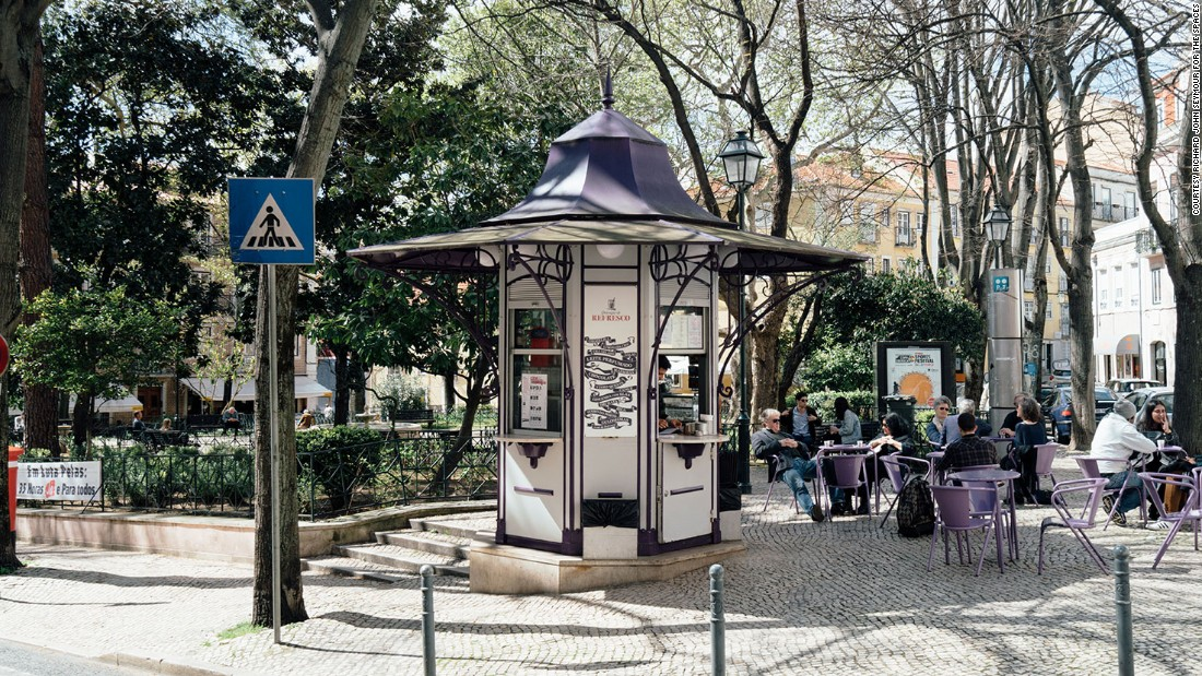 Kiosks rapidly spread throughout the city and wider Portugal, before falling into disrepair.