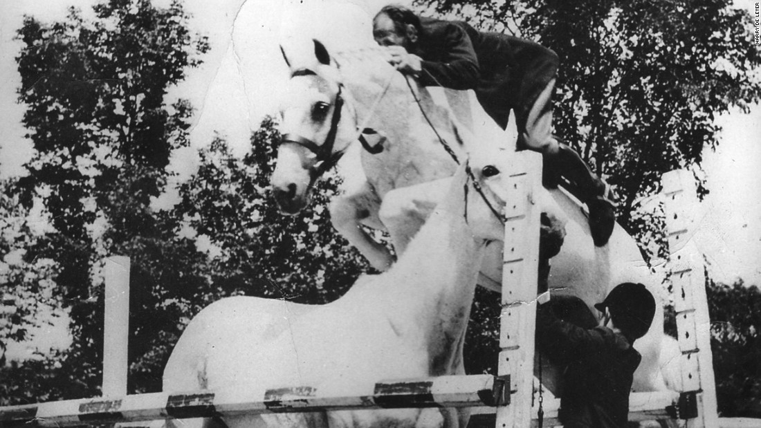 Snowman was a horse bound for the slaughterhouse only for Dutch immigrant Harry de Leyer to buy him for $80 to teach children to ride.