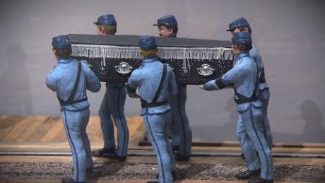 cnnee pkg gustavo valdes un museo sobre la historia de los funerales en texas_00001721