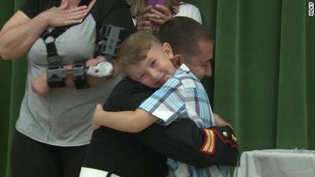 marine surprises son graduation dnt_00011402