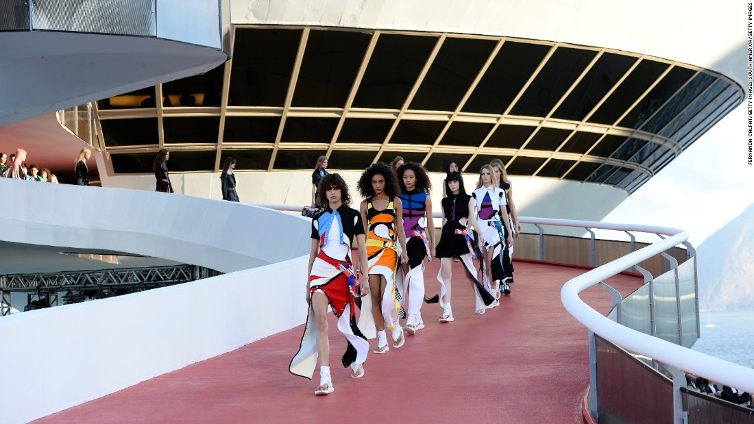 Louis Vuitton unveiled its third Cruise collection at the Niterói Contemporary Art Museum in Brazil.