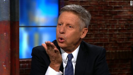 Gary Johnson blows Donald Trump a kiss