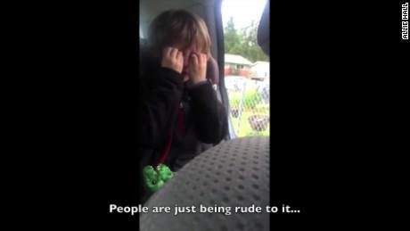 cnnee pkg este niño se pone triste al hablar del daño a la tierra viral_00001117