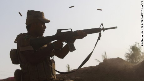Iraqi forces make gains in Falluja battle