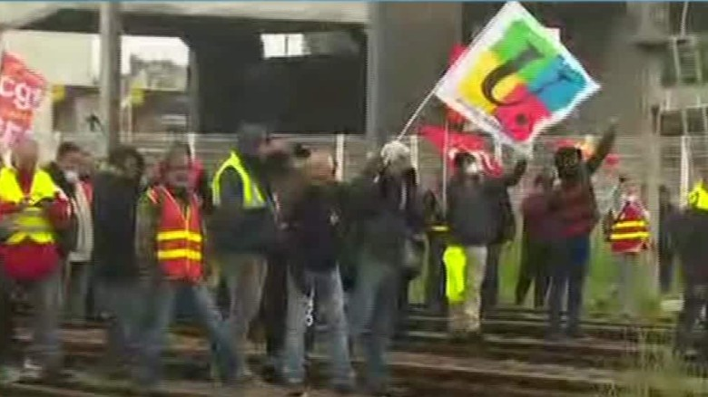 French police clash with striking workers