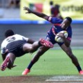 carlin isles avoids flying opponent