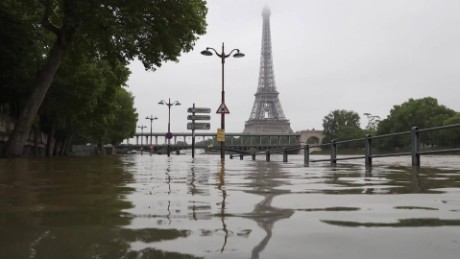 Floods cause chaos in France and Germany