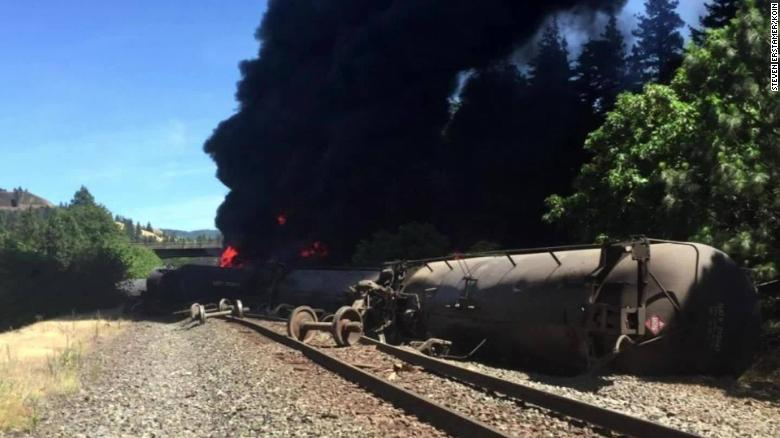 Train derailment causes massive fire in northern Oregon