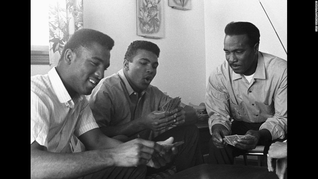 Ali plays cards with his father and brother in 1963.