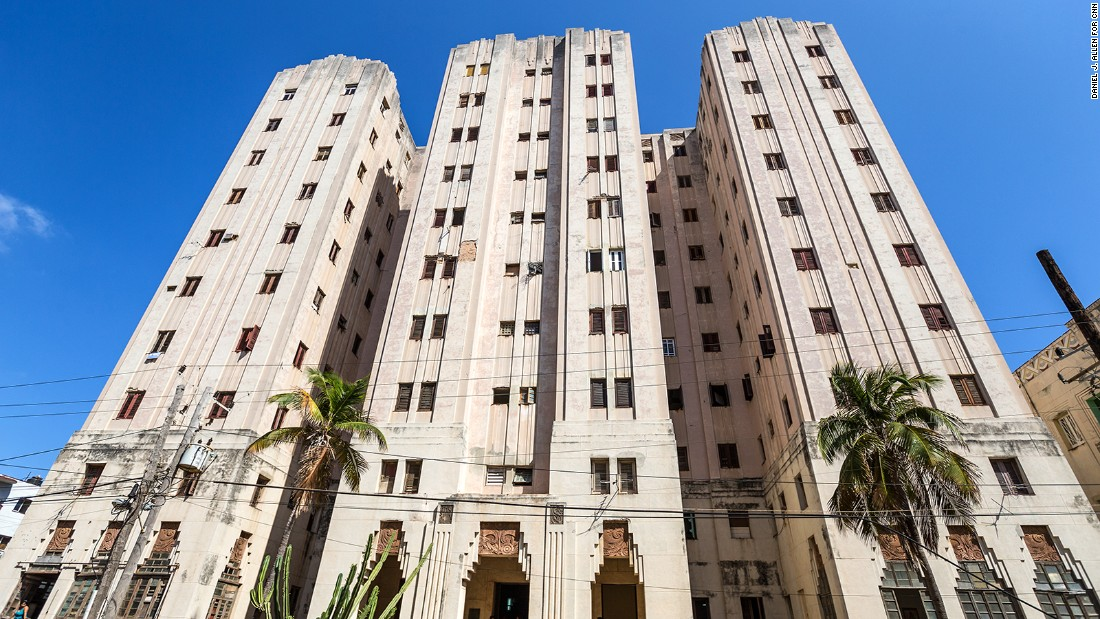 Dominating the surrounding Vedado neighborhood, the towering Edificio Lopez Serrano opened in 1932. With an ornate facade embellished with zig-zagged window recesses, floral friezes and Aztec twirls, it's Art Deco at its most whimsical. Designed by Ricardo Mira and Miguel Rosich, it was constructed for media mogul Jose Lopez Serrano. C<em>alle 13, on the corner of L  </em>