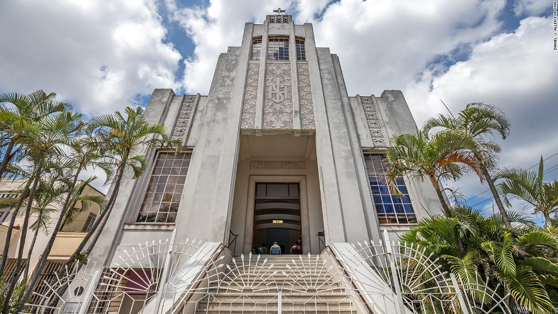 In the early decades of the 20th century, Gothic, Romanesque, Neocolonial and Baroque precedents all served as models for Cuban church design. But by 1930, Art Deco modernity had entered the religious sphere. The brainchild of Ricardo E. Franklin Acosta, the 1950 Miguel de Soto Methodist Church stands on a Vedado street corner like an outsized wedding cake.  <em>502 Calle K, on the corner with Calle 25  </em>