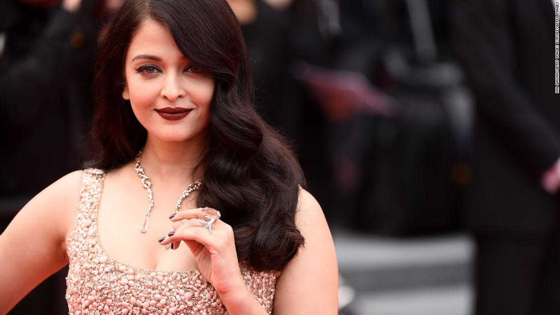Before she was a Bollywood sensation, and even before she was crowned Miss World in 1994, actress Aishwarya Rai Bachchan was just another bookish architecture student trying to make earn her degree at the Raheja College of Arts, modeling part time to pay the bills.