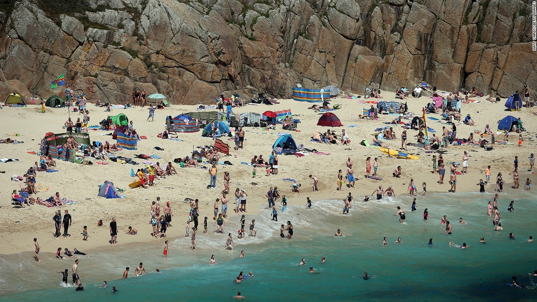Porthcurno offers a narrow sandy cove where turquoise waters roll gently onto the beach. It's handy for the open-air Minack Theatre, cut into the nearby cliff side.