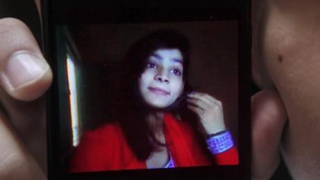 pakistani teen set on fire pkg ward wrn_00000122.jpg
