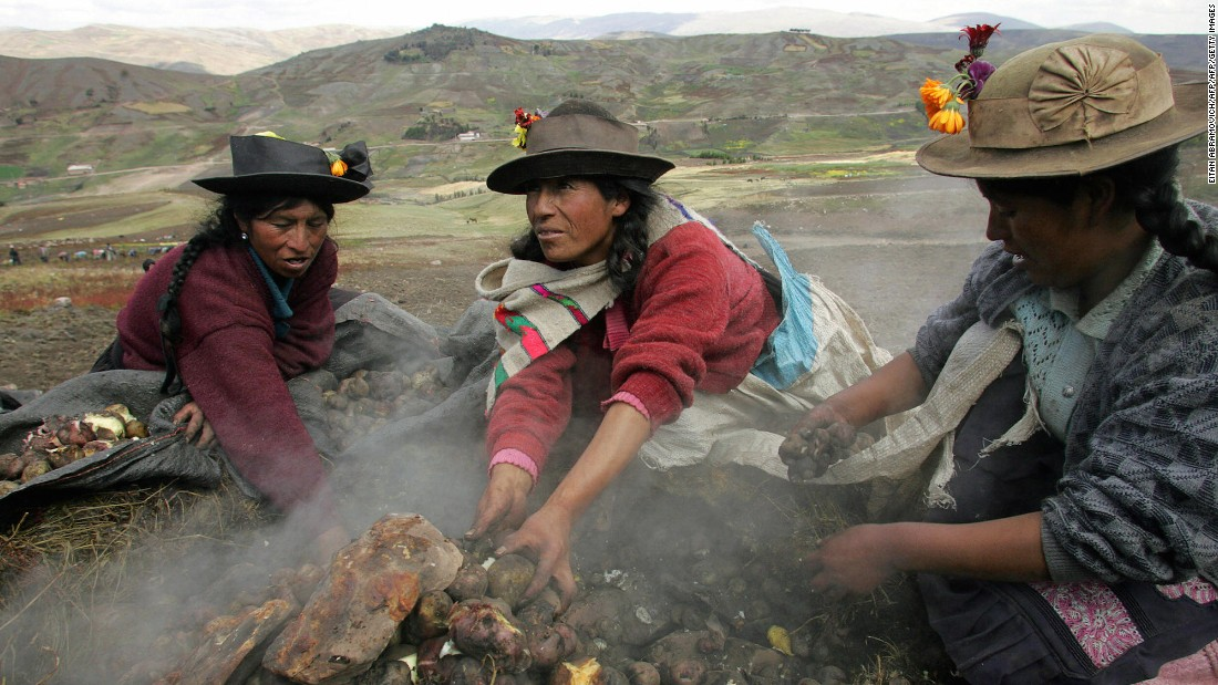 Peruvian women prepare a pachamanca -- a meal made up of potatoes cooked under pre-heated stones. For chef Virgilio Martinez Veliz of Lima restaurant Central, it doesn't get better than this.