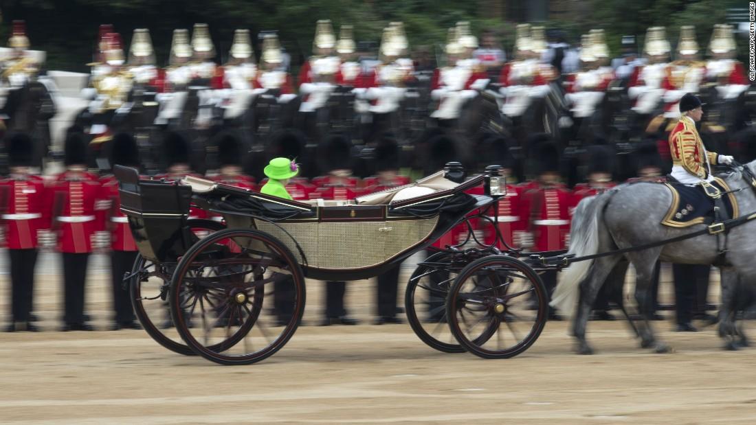 Queen Elizabeth II inspects the soldiers.
