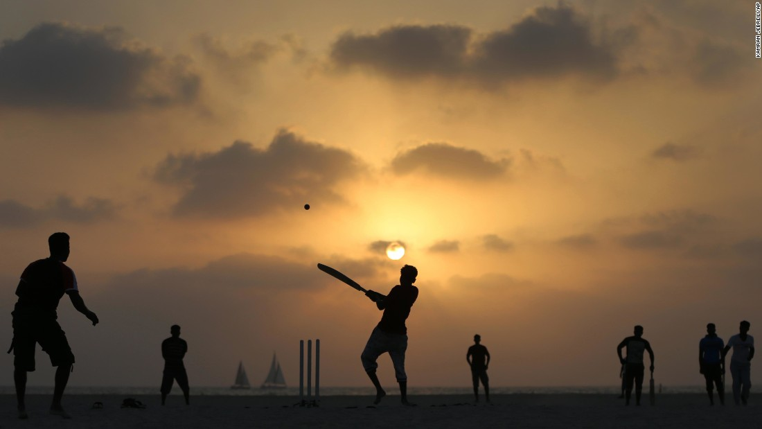 "Fishermen play cricket while the sun sets in Dubai, United Arab Emirates, on Tuesday, June 14. <a href=""http://www.cnn.com/2016/06/10/world/gallery/week-in-photos-0610/index.html"" target=""_blank"">See last week in 33 photos</a>"